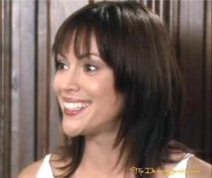 sérii Phoebe vlasy už dorostly má je sestříhané a delší ...